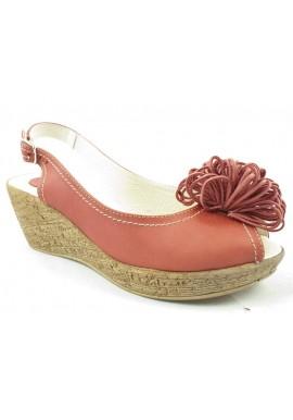 Sandały na platformie z pomponem malina